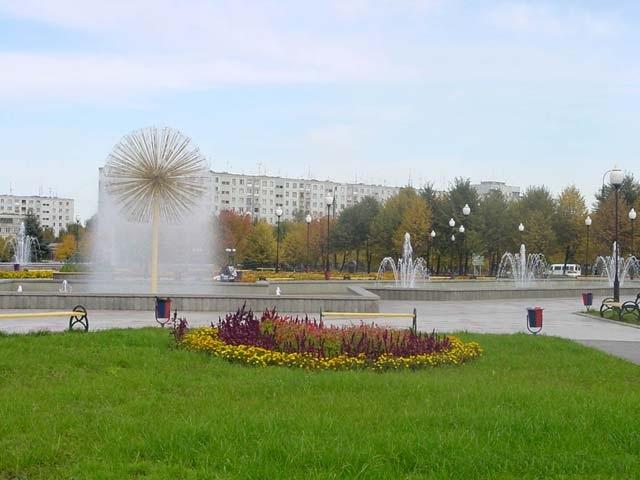 Площадь фонтанов рядом с кинотеатром Терек (город В